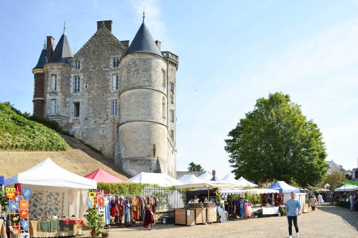 Chateau de Montmirail vue de la place